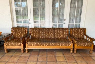 FREE COUCH (PLANTATION)