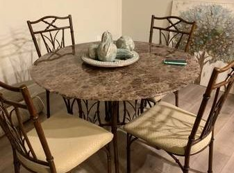 Free dining set (Hunters creek)