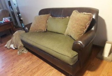 Loveseat (SPRING hill)