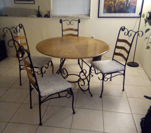 Kitchen table and chairs light weight (Holiday)