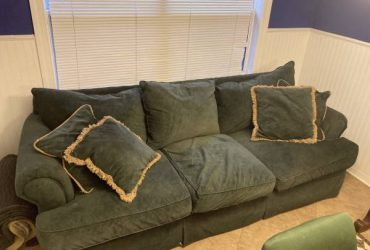 Dark green couch with matching pillows (Winter Park)