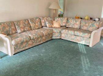 Sofa FREE (Coral Ridge Isles)