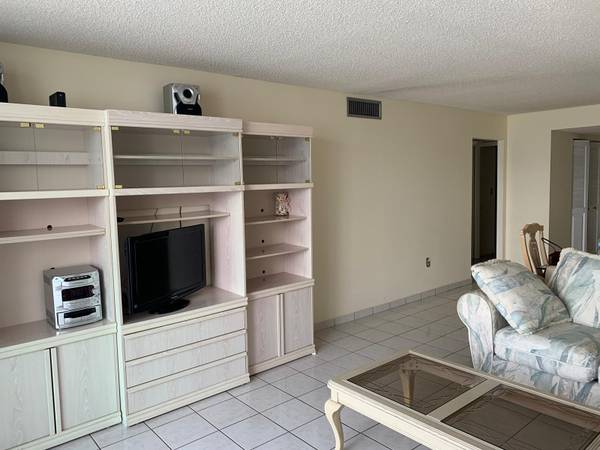 FREE -complete Dinin ,living roon, lamps, tables (SUNNY ISLES BEACH)