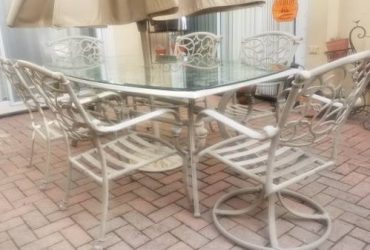 Patio Table and Chairs (Hollywood)