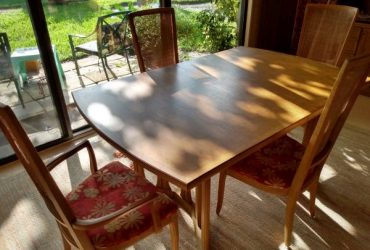 Table and chairs-Thomasville