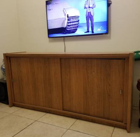 Free Sofa, Dinning table, buffet console (miami)