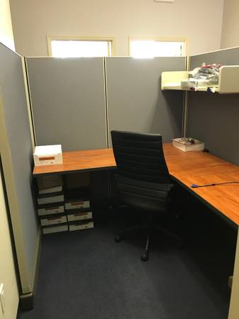 Free Office Cubicle (St Pete)