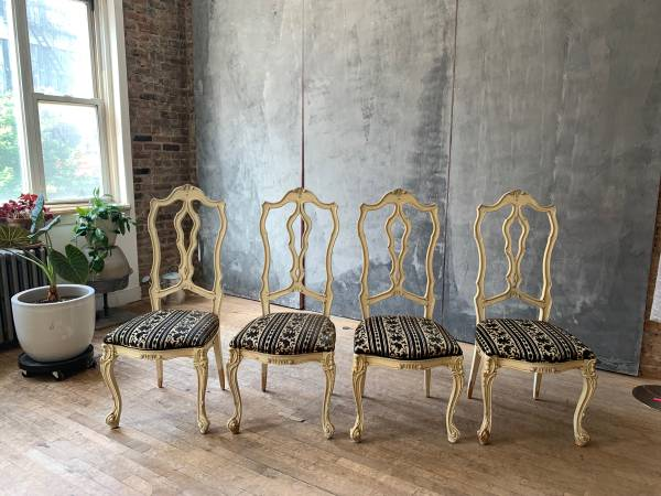 Free Dining Chairs (4) (Williamsburg)