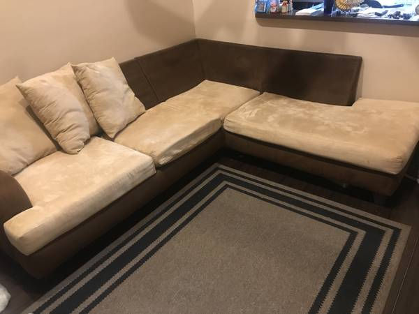 Free Sectional Sofa Couch (Pembroke Pines)