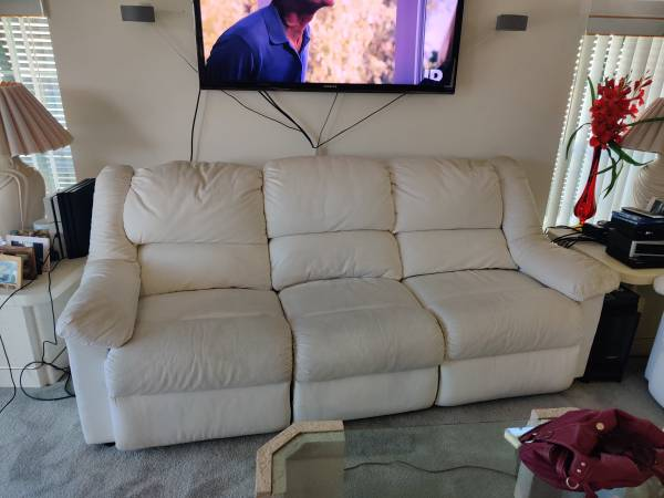 Free couch (Jupiter)