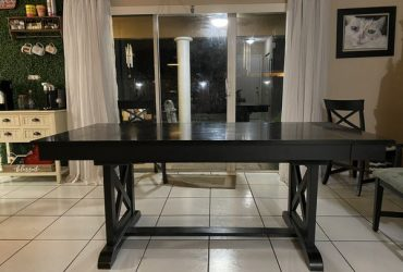 """Free Table, 78"""" extends to 82"""" (Miami)"""