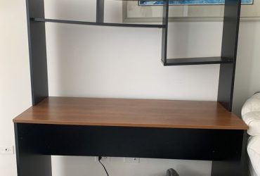 A wooden desk with shelves for free (North Miami)