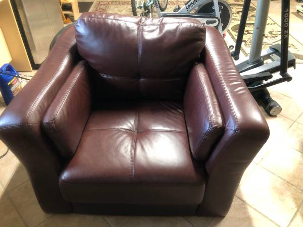 Leather couch (Boca Raton)