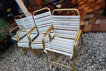 Free outdoor chairs older (Jupiter)