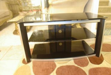 Tv stand black and silver (Kissimmee)