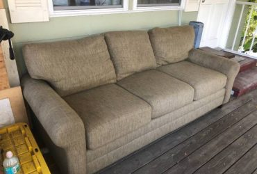 Free couch (Gulfport)