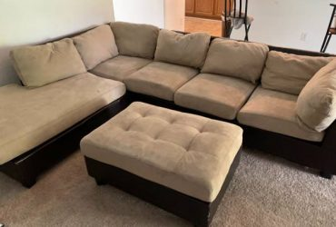 Couches leather sectional (Lakeland)