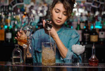 Se necesitan meseras y bartender (Hialeah)