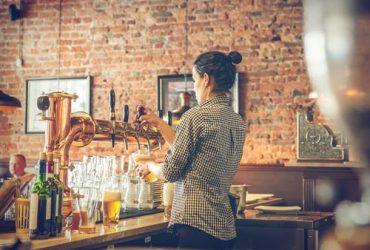 Se necesitan muchachas para meseras o bartender (Hialeah)