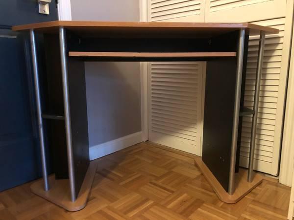Free Wood Desk (Port Chester)