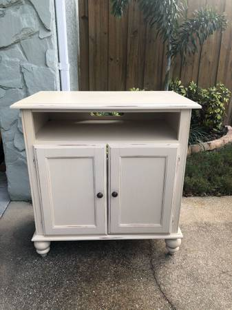 Free White, solid wood TV stand (Seminole)
