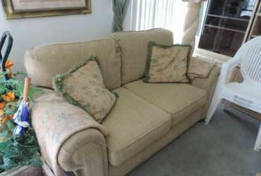 moving sale, bed room, dining room, living room (Holiday near Tarpon Springs)