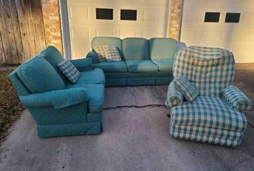 CURB ALERT: 3 piece furniture set (Houston (Norchester))