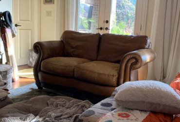 FREE Brown leather two seater – as is curbside pickup (Prosper, TX)