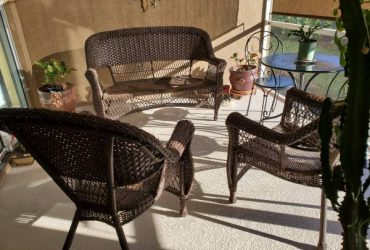 Patio Furniture Set – Wicker patio Set ==FREE (Brandon)