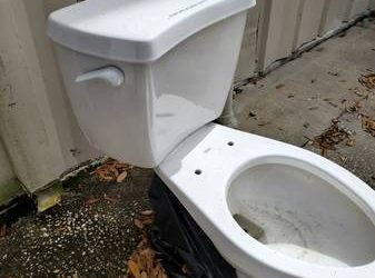 Toilet (Pinellas Park)