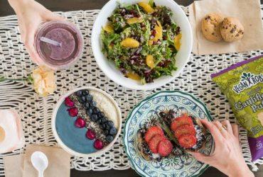 JB&C [SMOOTHIE BAR/ CAFE] SEEKS CASHIERS & KITCHEN STAFF (Flagler Village, Fort Lauderdale)