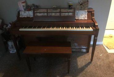 Free upright piano (Kingwood)