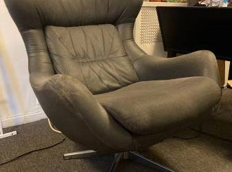 BEAUTIFUL MID-CENTURY CHAIR NEEDS TLC (Upper West Side)