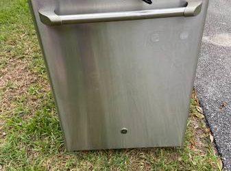 Free dishwasher – curb alert (Apopka)