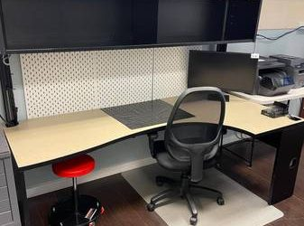 WORKSTATION  FREE – MUST BE REMOVED TODAY OR TOMORROW  (POMPANO BEACH)