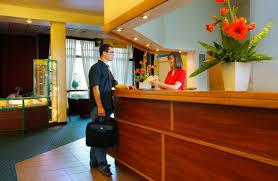 Front Desk Guest Services (Largo)