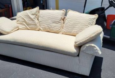 Free Couch (Clermont)