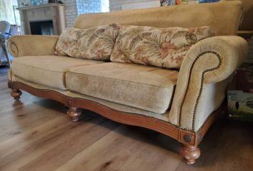 Traditional set : sofa and loveseat (Plantation)
