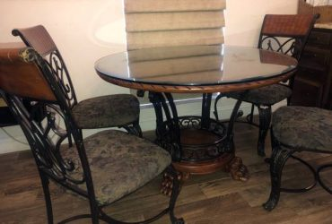 Free Dining Table and Chairs Must Pick up (Kendall)