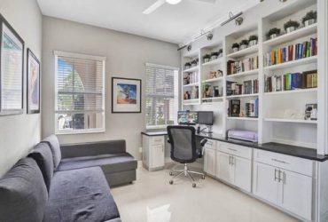 Sleeper sectional/Office sofa (Parkland)