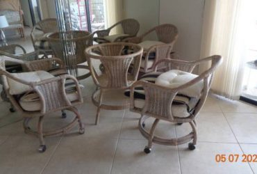 Kitchen Table 4 chairs (Atlantic/Jog in Delray)