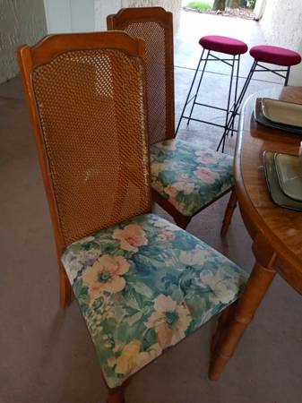 Dining table and chairs (Curry Ford)