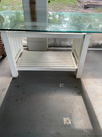 Glass top table (Clermont)