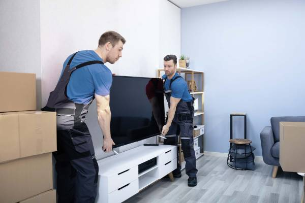 MOVERS/DRIVERS (NON CDL) NEEDED (HOLLYWOOD)